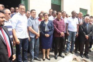 Prefeita Rosinha na companhia de prefeitos, secretários, vereadores e assessores