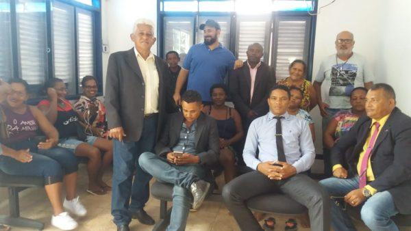 Vereadores e População em Reunião no Ministério Público