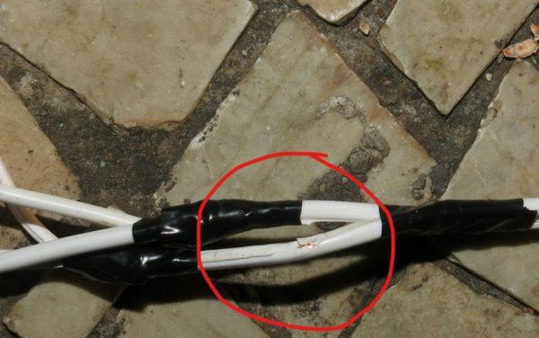 Polícia tem foto que mostra cabo de energia da decoração descascado — Foto: Polícia Civil/Divulgação