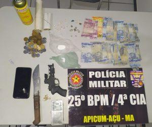 25º BPM estoura boca de fumo e apreende grande quantidade de drogas e simulacro de arma de fogo em Apicum-açu