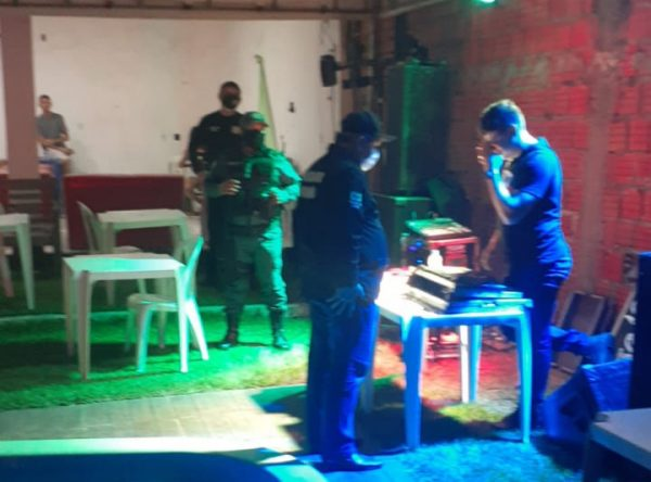 Festa clandestina é interditada durante Operação Harpócrates.