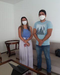 Na imagem, Prefeita Val Cunha e Davi Felipe, Gerente comercial da Unopar.