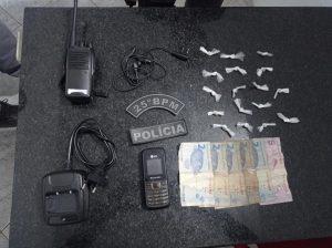 25° BPM prende suspeito com rádio comunicador e drogas em Cururupu.