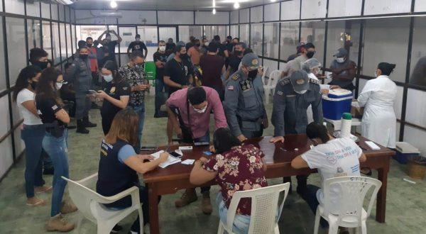 Profissionais da Segurança Pública recebem vacinação contra Covid em Cururupu.