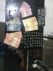 Em Bacuri: Operação do 25° BPM prende suspeito com revólver e grande quantidade de crack e maconha.